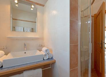 Ferienhaus_Bergland_Ellmau_Appartement_1_Badezimmer