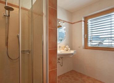 Ferienhaus_Bergland_Ellmau_Appartement_2_Badezimmer